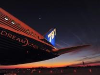 Boeing 787 Lands In Huntsville