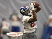 Giants wide receiver Manningham makes a catch during practice for the NFL Super Bowl XLVI in Indianapolis