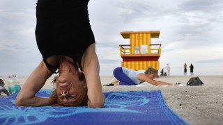 FLORIDIANS RELIEVE STRESS WITH YOGA ON THE BEACH