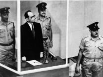 Gericht: Kanzleramt und BND halten Unterlagen zu Eichmann zurueck
