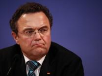 Innenminister Friedrich nennt Arbeit mit V-Leuten 'sehr professionell'