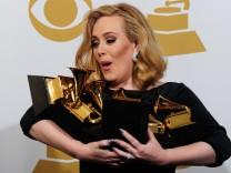 Triumph einer Engländerin in Los Angeles: Adele mit ihren Grammys