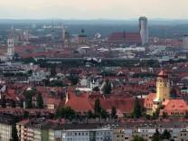 SERIE STADTVIERTEL - Hochhaus Munich Re am Muenchner Tor