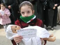 Syrien - Kind mit Puppe