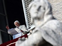 Pope appeals to Syrian authorities to end violence