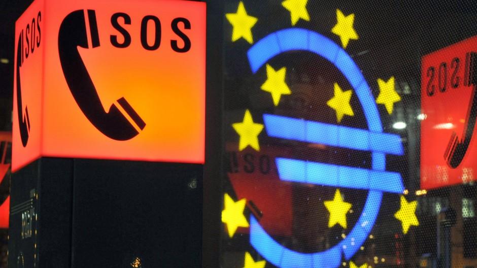 Euro-Zeichen und Notrufsäule