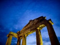 Die große Vergangenheit hat lange die aktuellen Probleme Griechenlands überstrahlt, nun ist es umgekehrt: Athen steht für Misswirtschaft und marode Finanzen.