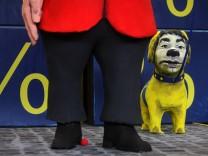 Motivwagen mit Merkel und Rösler für Kölner Rosenmontagszug