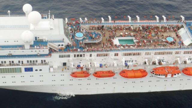 Costa Allegra auf dem Weg nach Mahe - Passagiere sollen nach Rom geflogen werden.