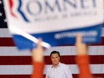 Romney Campaigns In Ohio