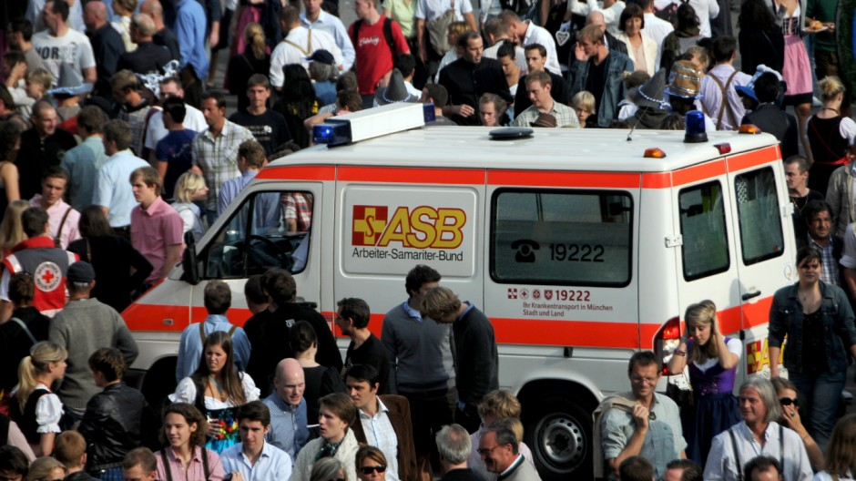 ASB Rettungswagen auf dem Oktoberfest