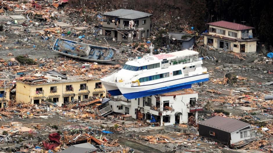 negativ rekord 2011 sch den durch naturkatastrophen so hoch wie nie wirtschaft s. Black Bedroom Furniture Sets. Home Design Ideas