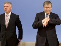 Zeitung: Deutsche Bank will zwei Vorstaende ihrer Aemter entheben