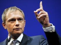 Lindner fordert von Schaeuble schnelle Steuervereinfachungen