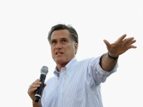 Mitt Romney Campaigns In Illinois Ahead Of Primary