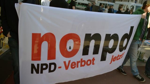 Gegendemonstranten zur NDP-Kundgebung
