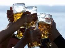Brauerbund appelliert zu Silvester: Bier statt Sekt