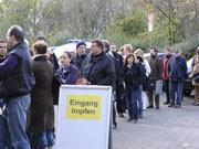 Ansturm auf eine Impfstelle in Düsseldorf, dpa
