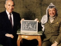 A file picture shows Palestinian President Yasser Arafat and former Israeli Foreign Miniter Shimon Peres