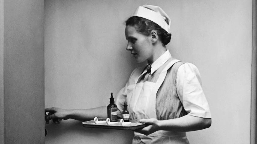 Krankenschwester in einem Krankenhaus in Cottbus, 1939
