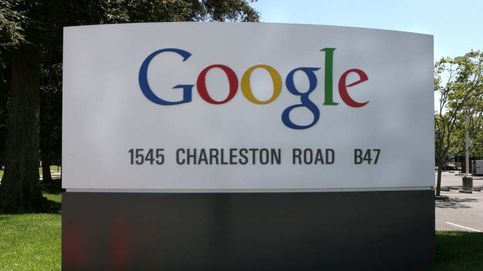 GOOGLE IN CROWDED FIELD BIDDING FOR US WIRELESS LICENSES