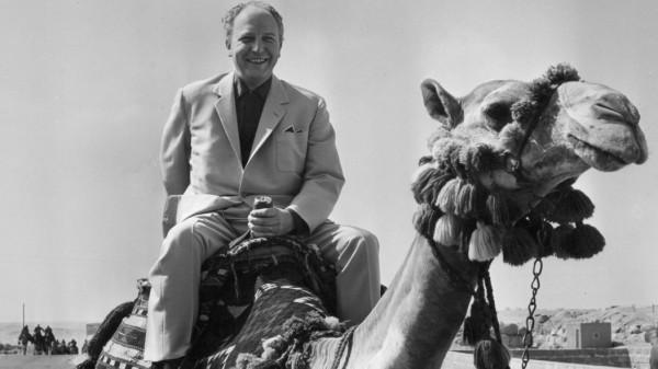 Walter Scheel auf einem Kamel, 1963
