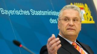 Bayerischer Innenminister dringt auf NPD-Verbotsverfahren