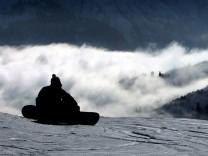 Snowboarder im Skigebiet am Fellhorn bei Oberstdorf.