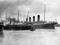 Titanic läuft zur Jungfernfahrt aus, 100 Jahre Untergang des größten Passagierschiffs der Welt