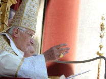Pope Delivers His 'Urbi et Orbi' Message And Blessing