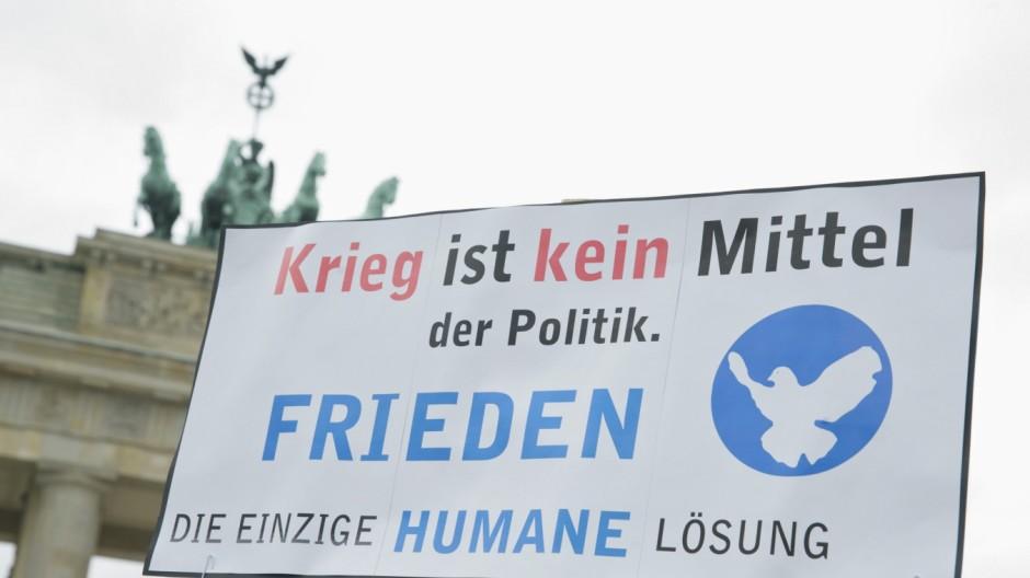 Berlin Ostermarschgegen Gegen Krieg als Mittel der Politik