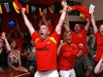Spanische Fußballfans feiern WM-Titel in München: Fußball lässt den Stresspegel bei den Fans steigen.