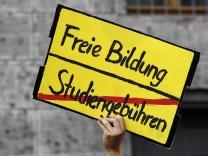 Freie Waehler wollen Studiengebuehren mit Volksbegehren kippen
