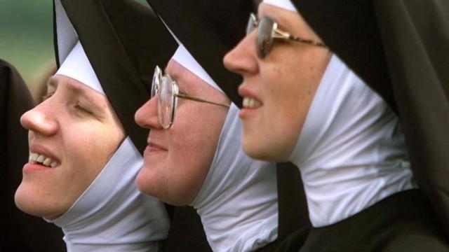 Verzückte Nonnen während des Papstbesuches, 1999