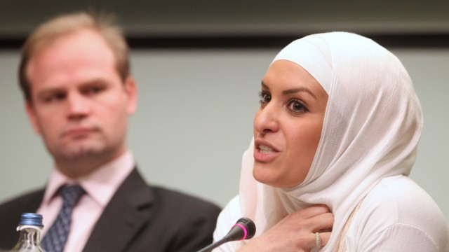 Hejare Boujtat, John Dalhuisen, Muslime in Europa, Amnesty International