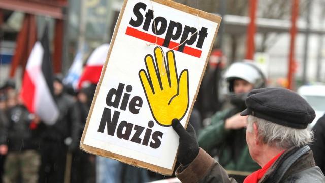 Münchner demonstrieren gegen Neonaziaufmarsch, 2012.