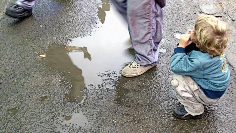 Kinderdienst: Immer mehr Kindern droht Armut
