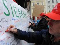 NSN Mitarbeiter demonstrieren gegen Standortschließung in München, 2012
