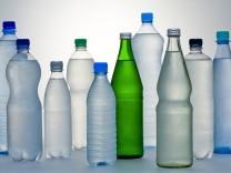 Wasserflaschen: Fasten taugt nicht zum Abnehmen