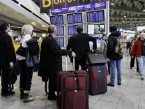 Erneut Hunderte Flugausfaelle am Flughafen Frankfurt