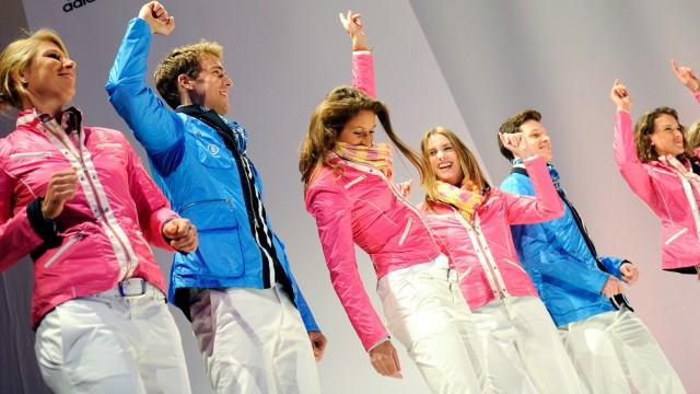 BERICHTIGUNG - Sportler präsentieren Mode für London 2012