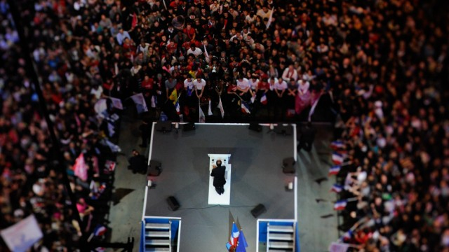 FRANCE2012-ELECTIONS-PS-HOLLANDE-MEETING
