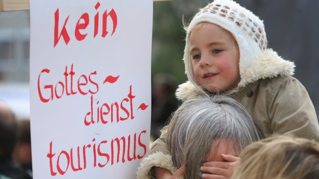 Katholiken demonstrieren gegen Pastoralreform