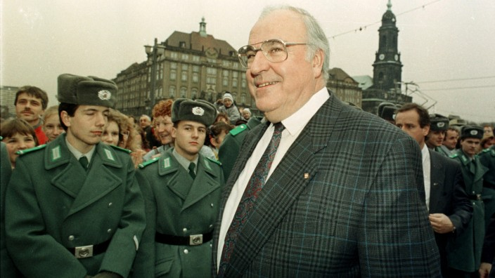 FILE PICTURE SHOWS GERMAN CHANCELLOR KOHL IN DRESDEN 1989