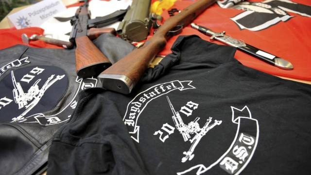 Razzia bei rechter Gruppe - Schusswaffen gefunden