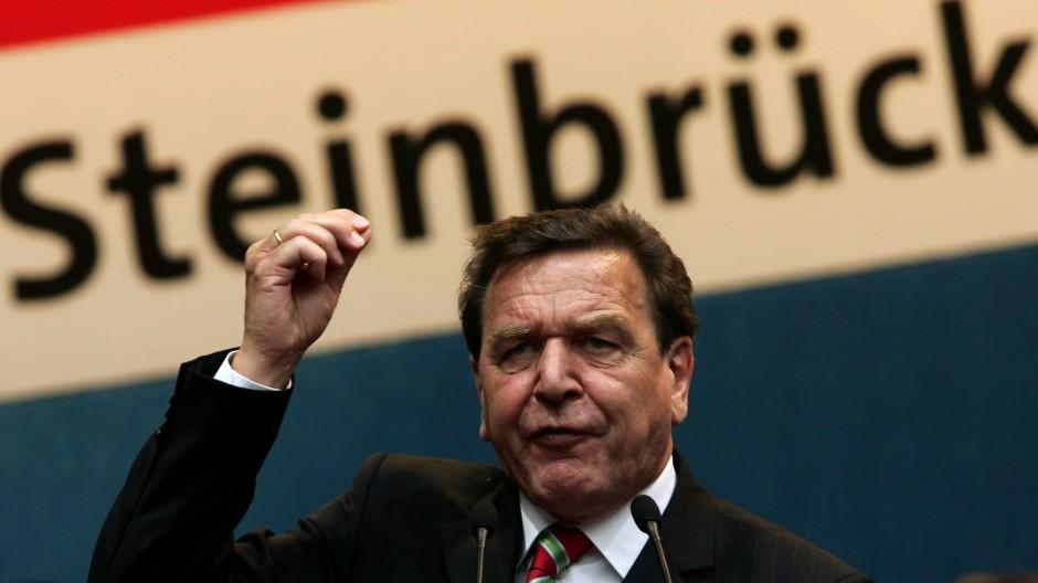 Schroeder will Steinbrueck als SPD-Kanzlerkandidaten