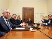 Die Parteichefs treffen den griechischen Präsident
