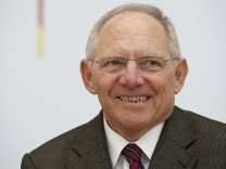 Schaeuble erhaelt Internationalen Karlspreis