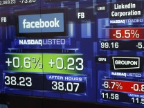 Monitors show value of Facebook, Inc. stock before closing bell at NASDAQ Marketsite in New York
