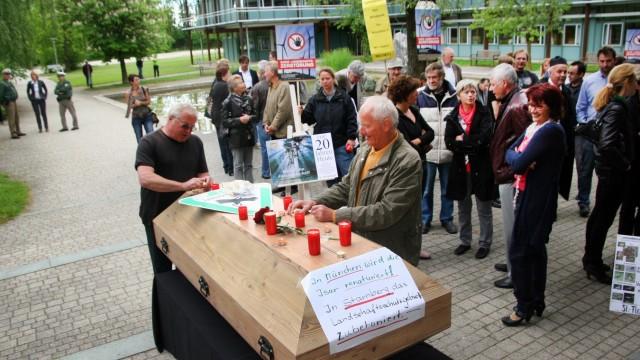 Demo der Windkraftgegner vor dem Landratsamt
